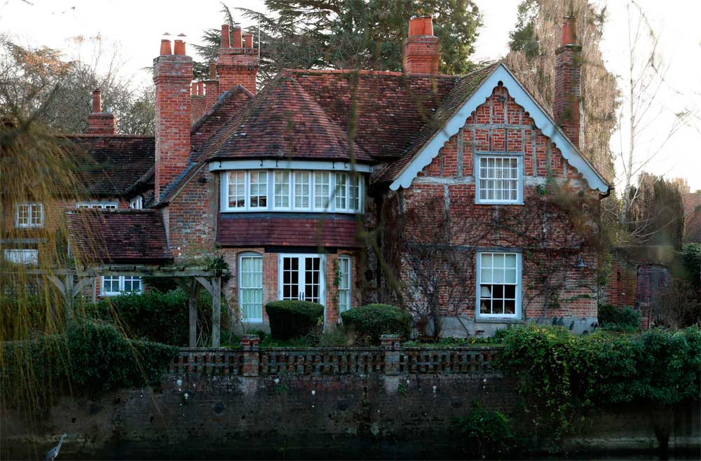 Inside George Michael's 16th century house in Goring-On-Thames